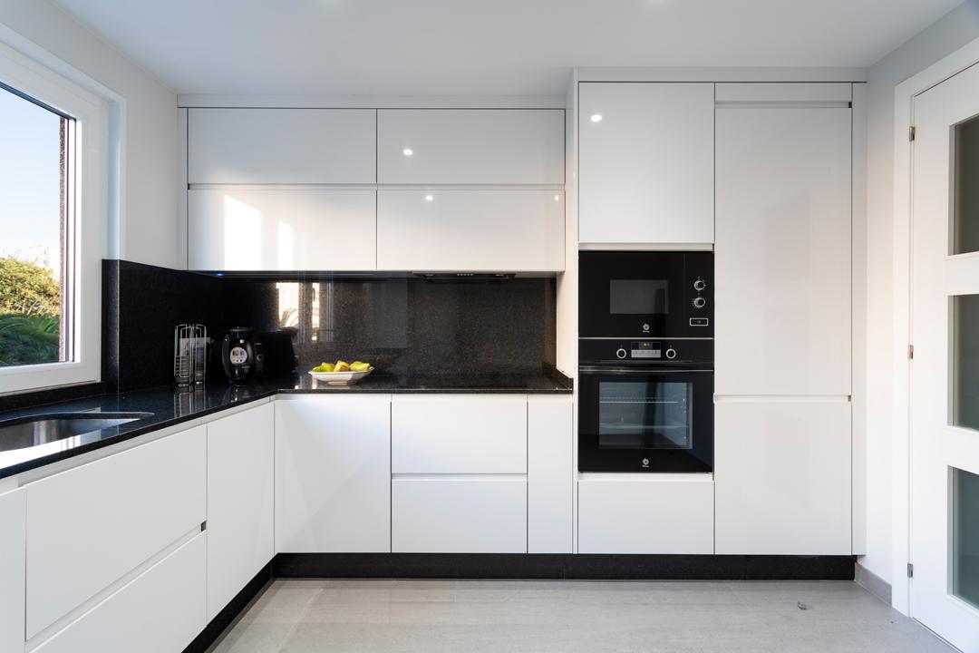 Dise o y reforma de cocina en a coru a dise oarquitectura - Cocinas de diseno precios ...